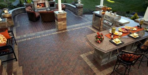 Unilock Pavers Dealer 10 Patios That Use Paver Patterns To Make A Statement