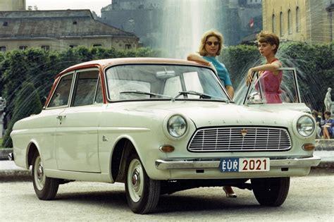 Auto Zweifarbig Lackieren Wie by Trend Zur Zweifarbigkeit Buntes Kleid F 252 R Schlichte