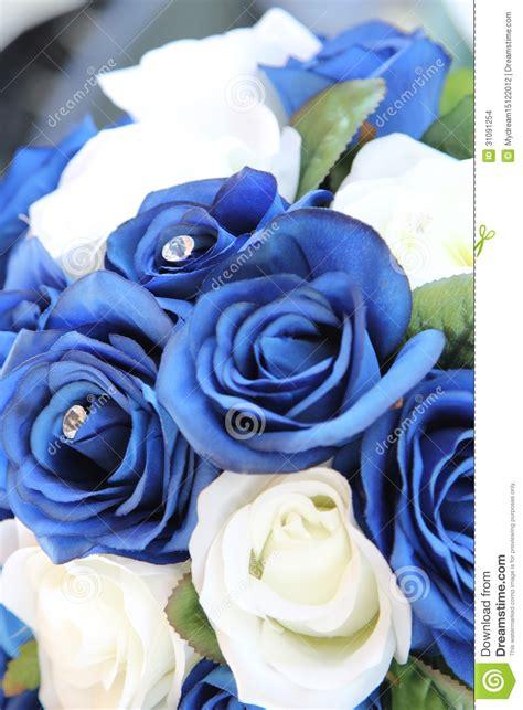 Imagenes De Rosas Blancas Y Azules | rosas azules y blancas artificiales imagenes de archivo