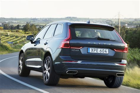 volvo xc60 2018 volvo xc60 or 2017 volvo v60 cross country motor trend