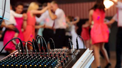 average cost of wedding dj how much does a wedding dj cost prices