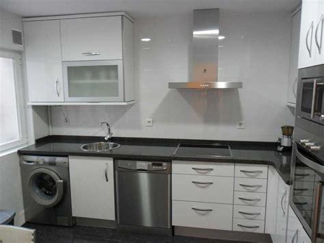encimeras negras de granito cocina blanca encimera negra decoracion dekton granito