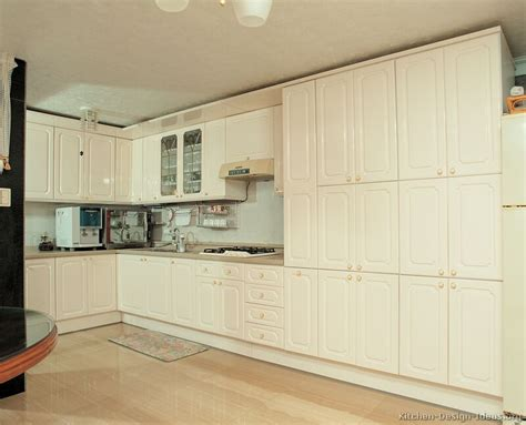 cream cabinets pictures of modern cream kitchens quicua com