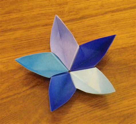 Flor Origami - pin papercraft y on