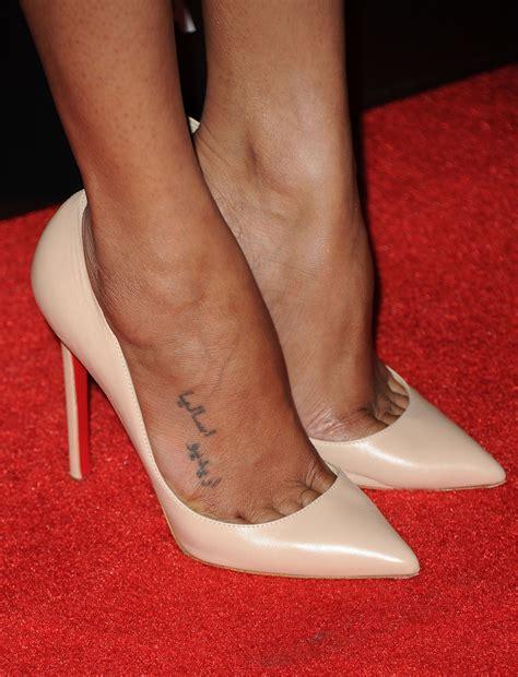 zoe saldana tattoo zoe saldana lettering zoe saldana tattoos looks