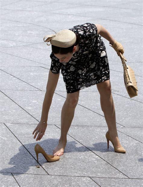 kate middleton wardrobe malfunction popsugar fashion