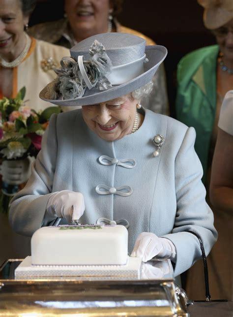 queen elizabeth iis favorite dessert monarch