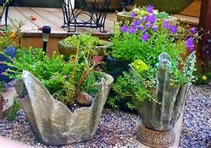 create diy concrete planter using towel or fleece