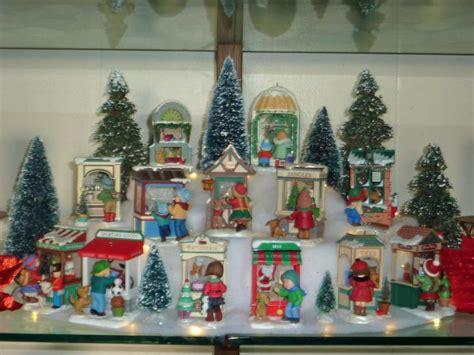 hallmark christmas windows display  displaying
