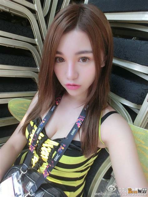 liu ya xi gorgeous chinese model  stunning figure
