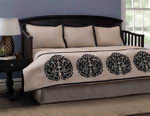 daybed comforter set brilliant daybed quilt sets with daybed comforter