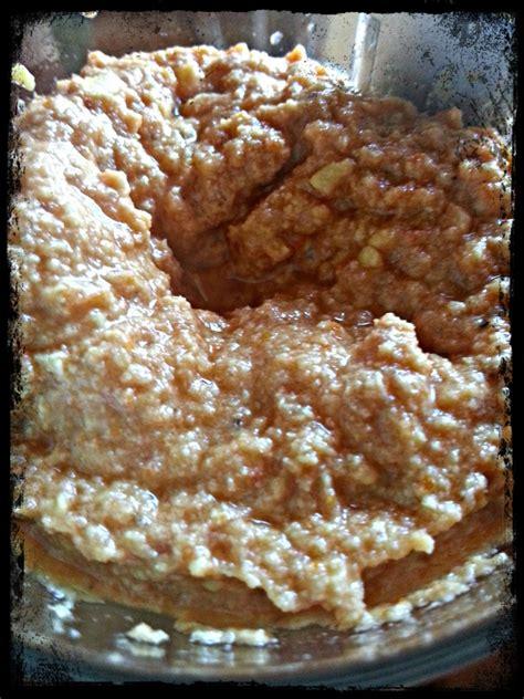 cucinare i lupini secchi gnocchetti al pesto di lupini e pomodori in cucina con