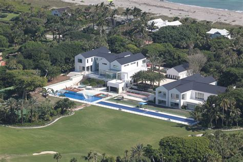 tiger woods house tiger woods owns this 12 acre 80 million mansion on