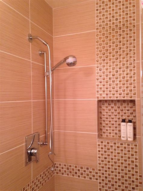 Badezimmer Fliesen Versetzt by 12 X 24 Tile With Offset Vertical Mosaic Inlay Shower