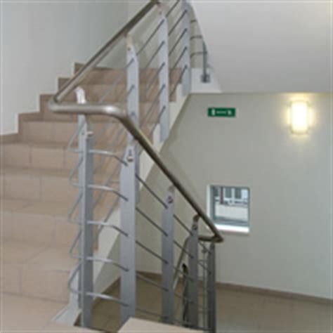 beleuchtung treppenhaus mehrfamilienhaus achtung mehrfamilienhaus besitzer bei treppen ist die