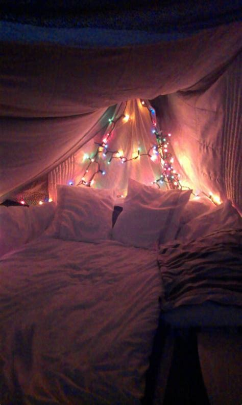 christmas lights   canopy bed pictures   images  facebook tumblr pinterest