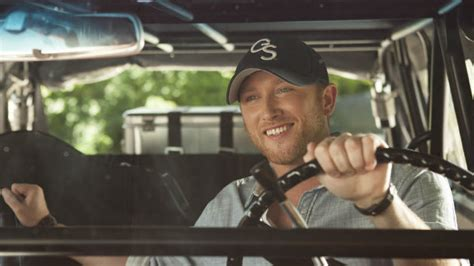 cole swindell gs cole swindell putting his experience selling t shirts for