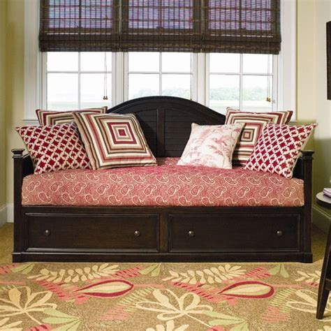 day bed pillow daybed bedding and pillow arrangement home inspiration