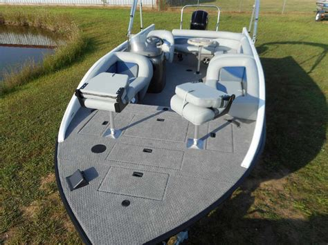 lowe sd224 fishing deck boat lowe sd224 sport deck 2015 for sale for 32 995 boats