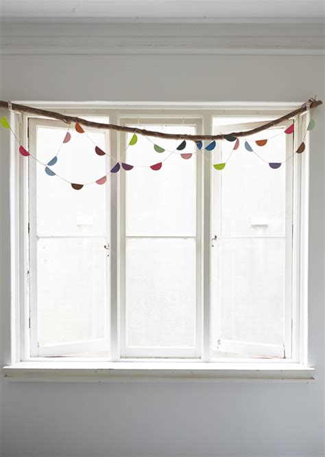 how to dress windows 3 creative ways to dress up a window the jungalowthe