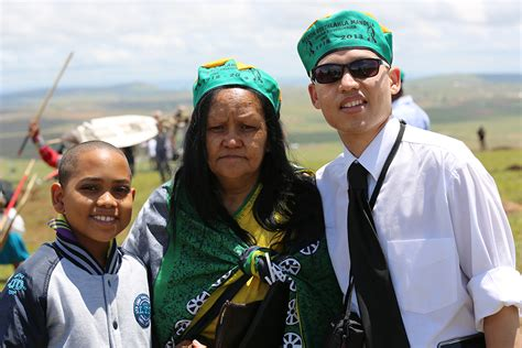 biography of nelson mandela in nepali south africans flock to qunu to honour madiba enca