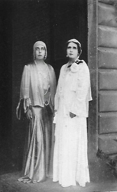 Victoria Melita with her sister Queen Marie of Romania