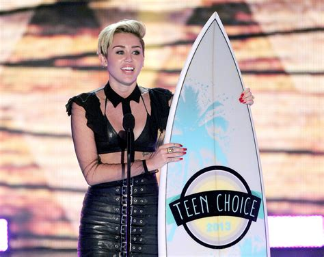 miley en los choice awards choice awards 2017 when and where to on aug 13