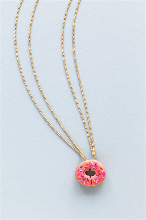 diy best friend necklaces best 25 friendship necklaces ideas on best friend things best friend necklaces and
