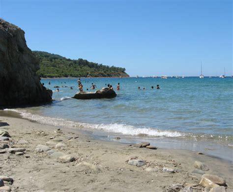 lade ad acqua la spiaggia di trentova agropoli bandiera per
