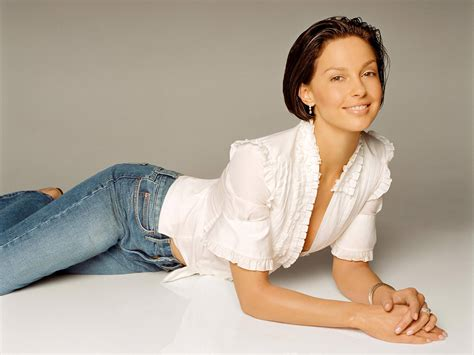 ashley judd bra size age weight height measurements celebrity ashley judd ashley judd weight height measurements