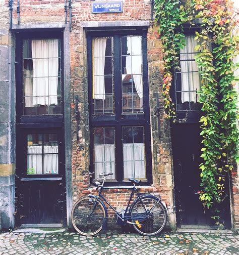 photo vintage  house bike house  image