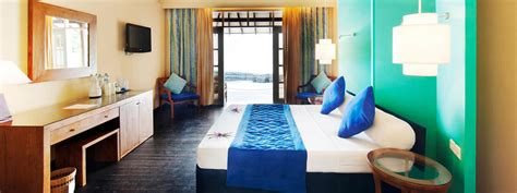 Bungalow Dining Room beach villas maldives adaaran select meedhupparu in maldives