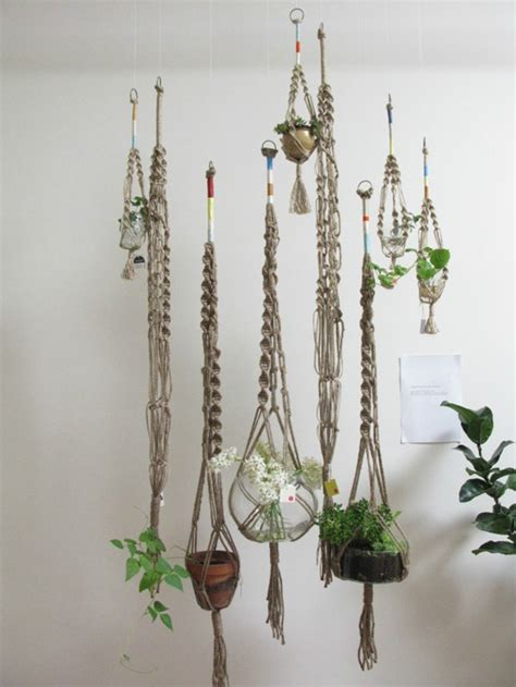Macrame Plant Holders - home hanging plants inspiration reiding hoodred