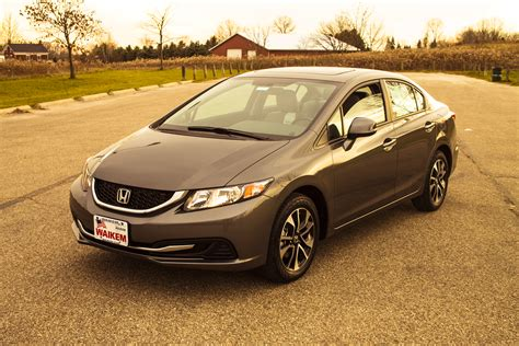 compare the 2013 honda civic to the 2013 toyota corolla