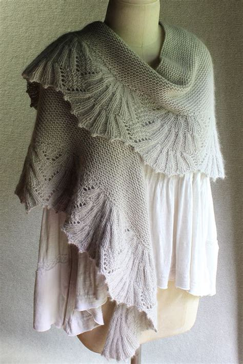 knitted shawl 1000 images about knitting shawls on yarns