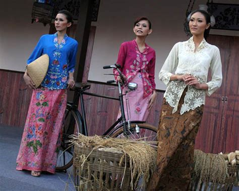 Kebaya Encim 20 baju lamaran hey another hoga alumni are tying the knot