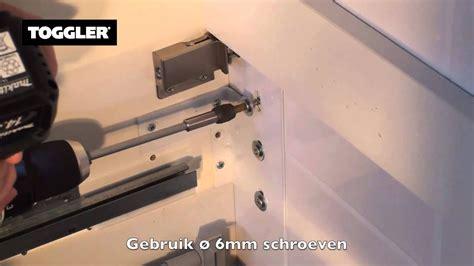 pluggen gipswand badkamermeubel aan gasbeton met toggler pluggen ankers