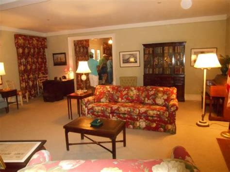 living room picture of harry s truman white