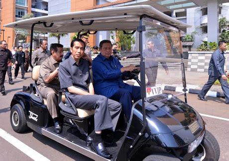 Safari Cokelat Panjang berita baru indonesia jokowi seumur umur baru pakai baju