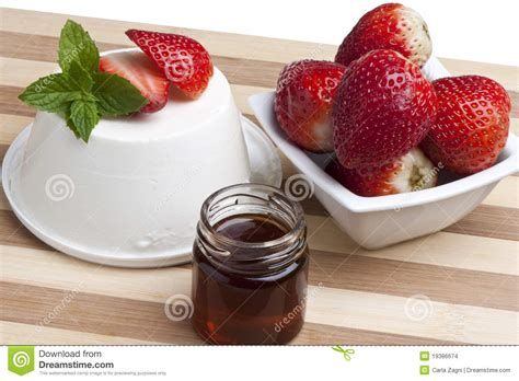 cottage cheese strawberries and honey stock images