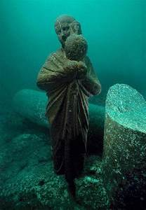 ancient underwater ruins of cleopatra alexandria egypt