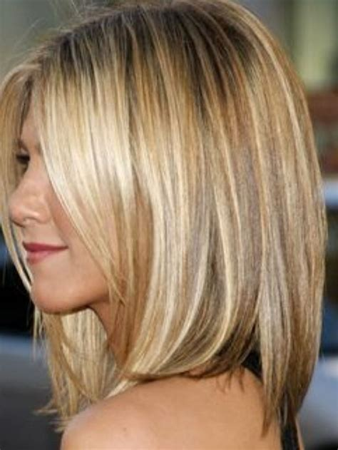 bleach blonde hair with low lights short style jennifer anniston if you love her hair color bleach 8a