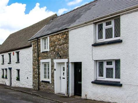 castle cottage in kidwelly this terraced cottage is