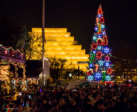 old sacramento tree lighting