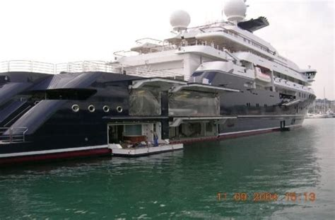 who owns the biggest boat in the world octopus the largest private yacht in the world 53 pcs