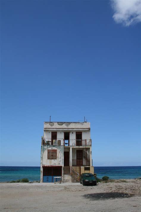 b sum haus am meer haus am meer sizilien foto bild architektur