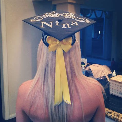 graduation cap decorating where the bow is