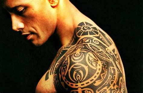 dwayne johnson brust tattoo samoan designs dwayne johnson and loyalty on pinterest