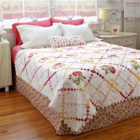 Bed With Quilt by Bed Quilts Allpeoplequilt