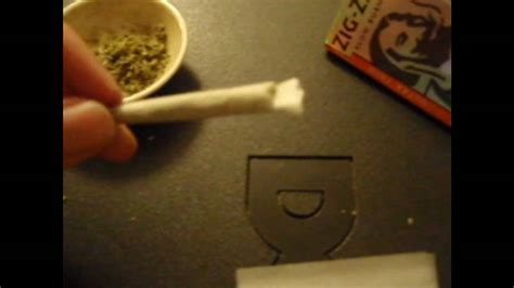 best way to roll a joint the best and fastest way to roll a joint or spliff easy